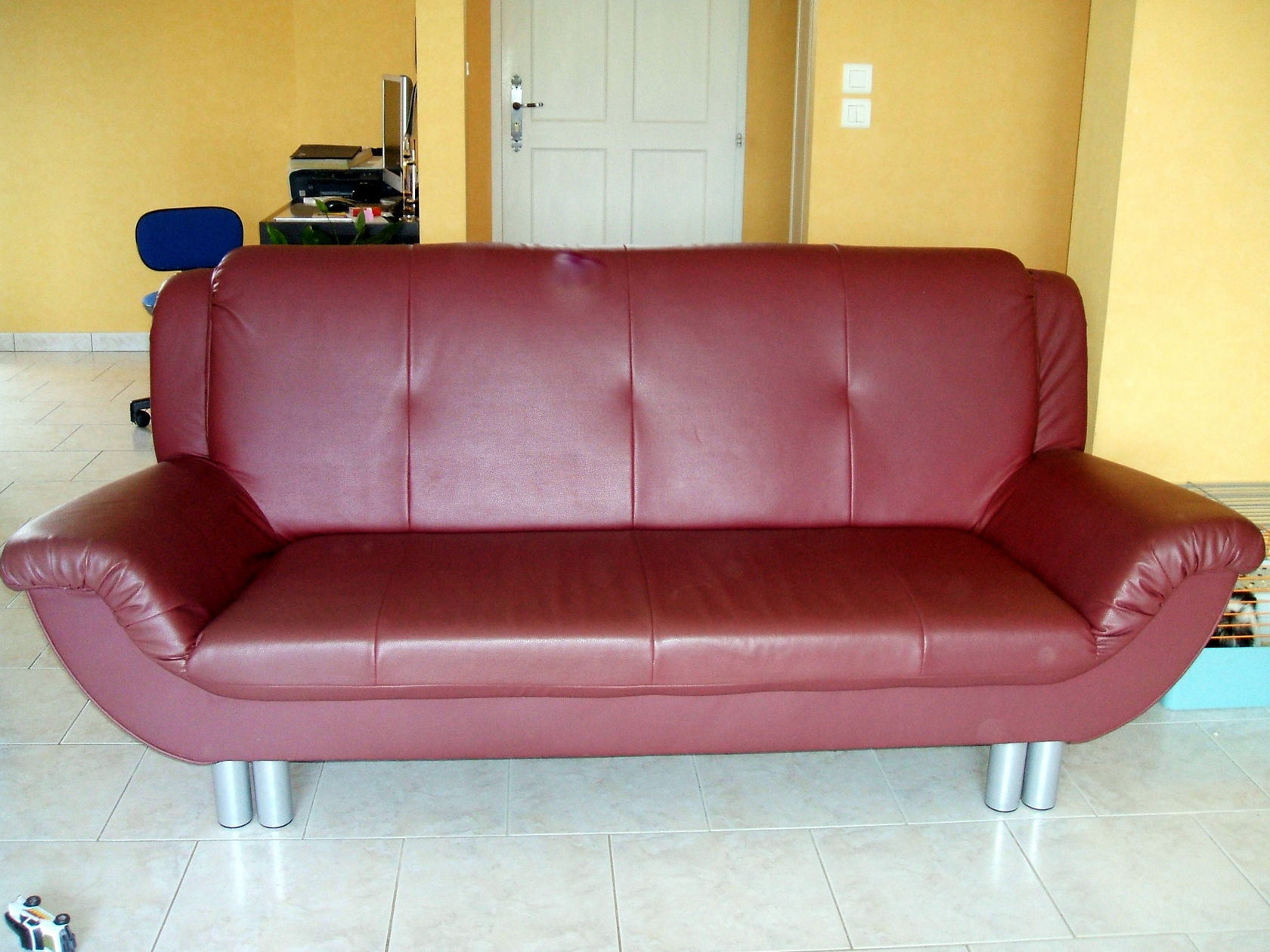 canap en sky. Black Bedroom Furniture Sets. Home Design Ideas