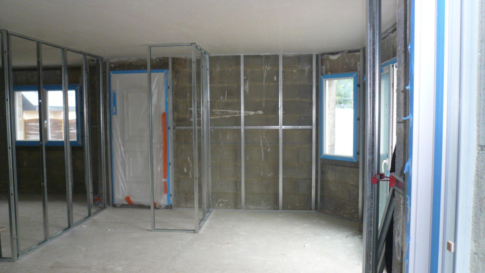 rails pos pour la mise en place du placo et de la laine de verre. Black Bedroom Furniture Sets. Home Design Ideas