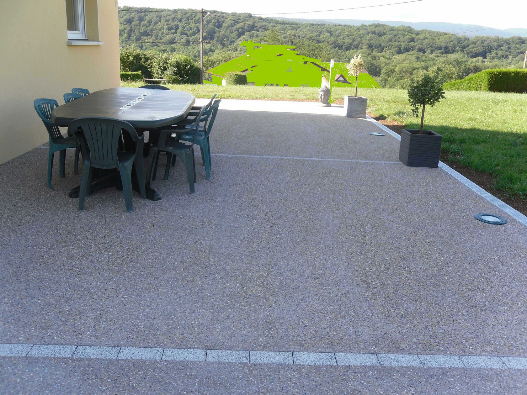 Terrasse en b ton d sactiv for Piscine encastrable